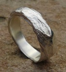 Кольцо с грубой фактурой