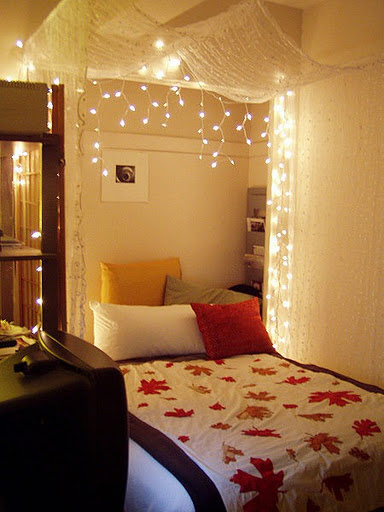 holiday-lights-in-a-bedroom-010