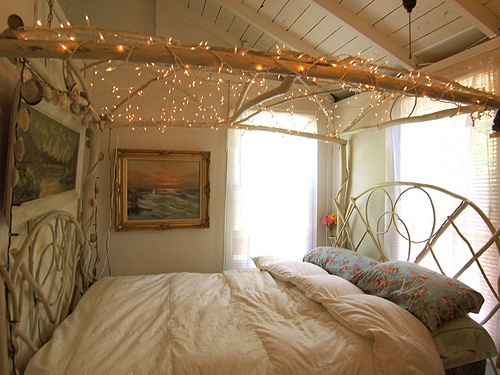 holiday-lights-in-a-bedroom-8