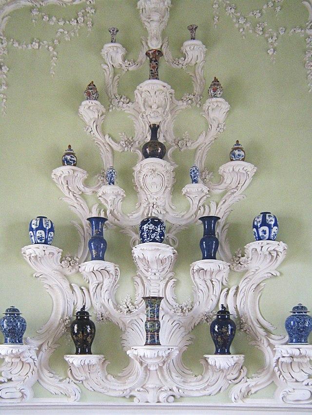 Коллекция фарфоровых ваз.