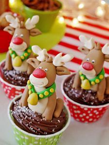Original-Birds-Party-Rudolph-Fondue-Party-Slide-13b-Fondant-Rudolph-Cupcakes_s3x4.jpg.rend.hgtvcom.1280.1707